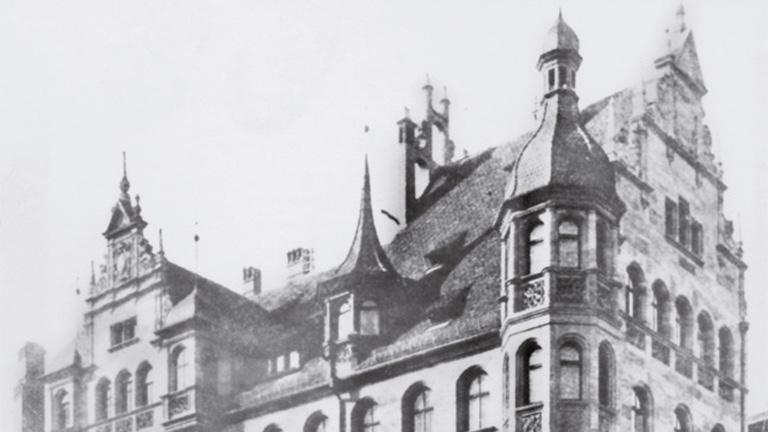 Old photograph of the Medizinal-Drogerie Dr. C. Soldan GmbH at Hefnersplatz in Nuremberg