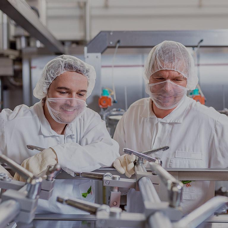 zwei berufserfahrene Laboranten