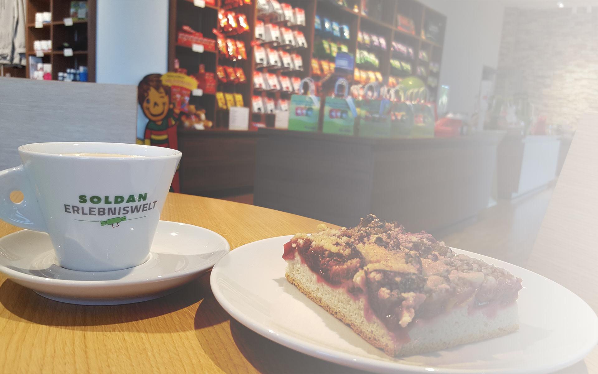 Kaffe und Kuchen im Werksverkauf